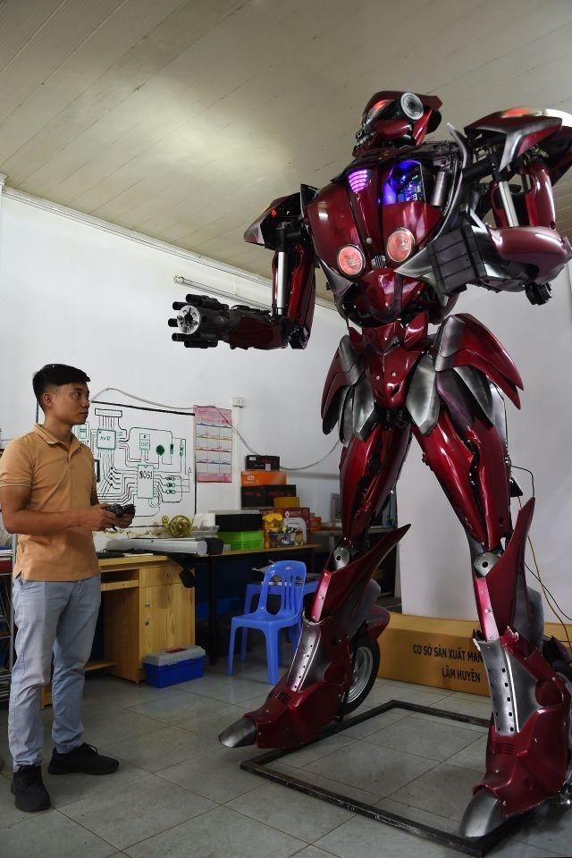 Vietnamese roll out Transformers-inspired robot with green message