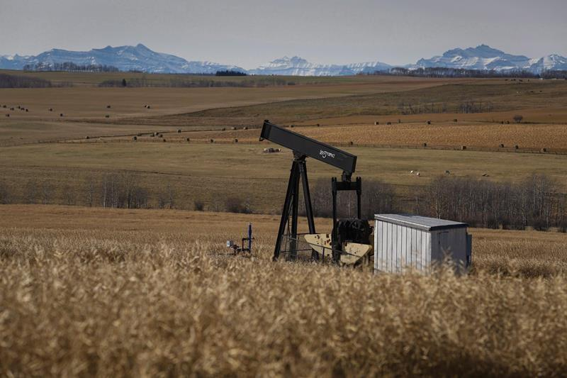 Alberta government promising to fix rules on aging energy wells