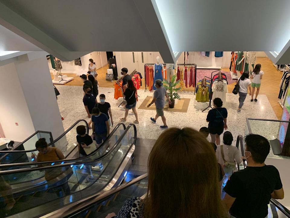 Hordes of customers queued up to shop at Robinsons yesterday (30 Oct). (PHOTO: Yahoo Lifestyle SEA)