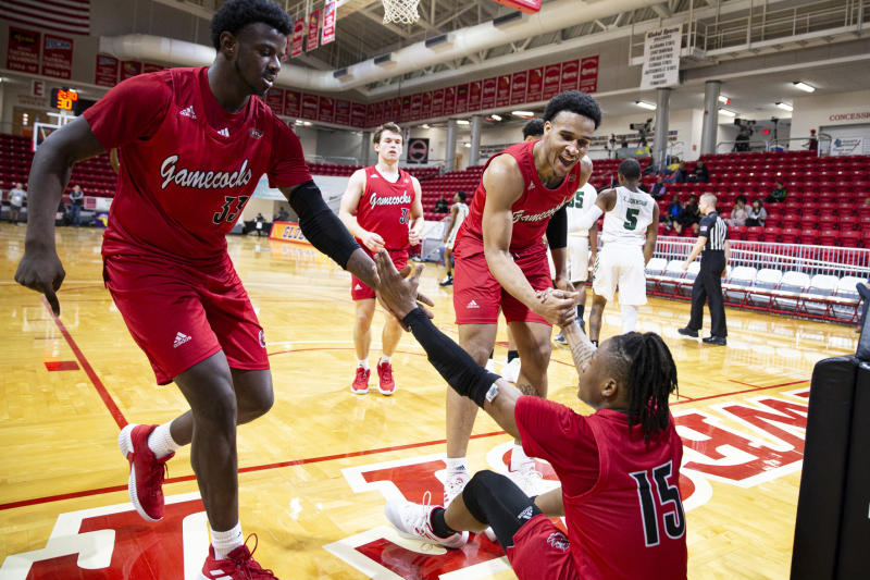 St. Hilaire lifts Jacksonville St over Chicago St 71-62