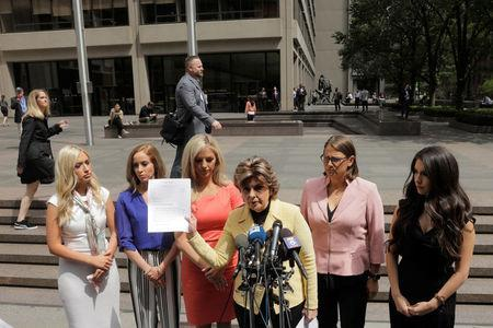 Attorney Gloria Allred holds a letter that she will deliver to the NFL on behalf of several former Houston Texans cheerleaders while speaking with fellow attorney Kimberley Spurlock outside of NFL headquarters in New York, U.S., June 4, 2018. REUTERS/Lucas Jackson