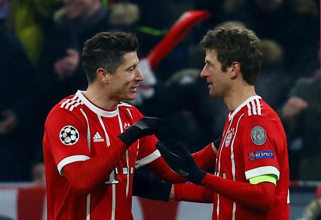 Soccer Football - Champions League Round of 16 First Leg - Bayern Munich vs Besiktas - Allianz Arena, Munich, Germany - February 20, 2018 Bayern Munich's Robert Lewandowski celebrates with Thomas Muller after scoring their fourth goal REUTERS/Ralph Orlowski