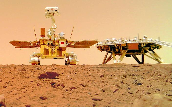 Chinese rover Zhurong and the lander of the Tianwen-1 mission on the surface of Mars - CNSA