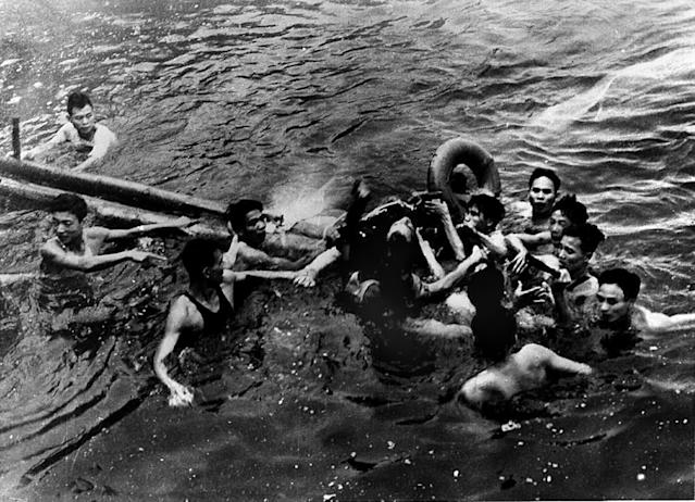 <p>Lt. Cmdr. John McCain is rescued from Hanoi's Truc Bach lake by Hanoi residents after his Navy warplane was shot down on Oct. 26, 1967. (Photo: AFP/Getty Images) </p>