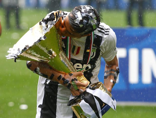 Soccer Football - Serie A - Juventus vs Hellas Verona - Allianz Stadium, Turin, Italy - May 19, 2018 Juventus' Paulo Dybala celebrates winning the league by kissing the trophy REUTERS/Stefano Rellandini