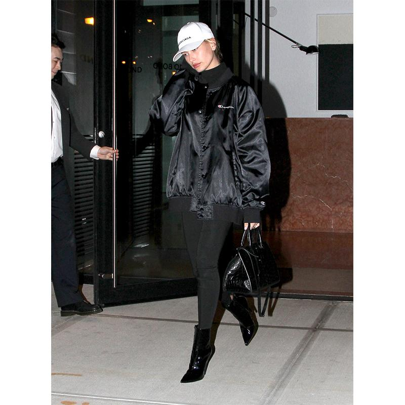 81f9fad19c954 Hailey Baldwin Wore The Easiest Fall Outfit Formula—And It s Perfect For  Every Age