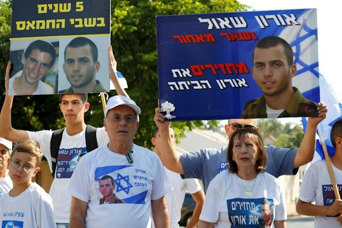 A protest by friends and relatives of Israeli soldier Oron Shaul, who was killed in Gaza during the 2014 military campaign against Hamas and whose body has not been recovered (AFP Photo/JACK GUEZ)