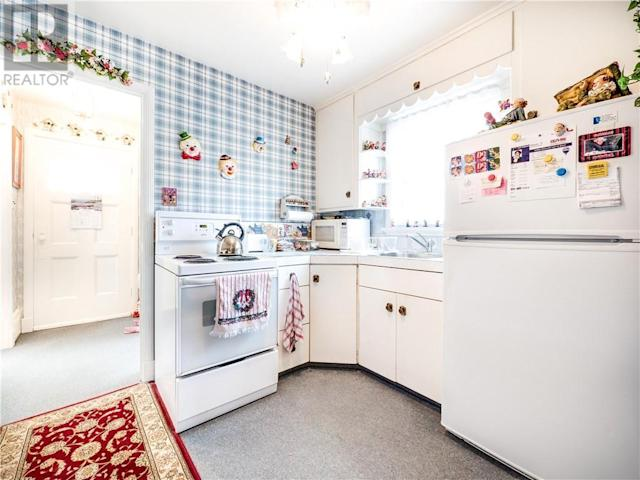 <p>There are multiple clowns on display in the kitchen. (Zoocasa) </p>