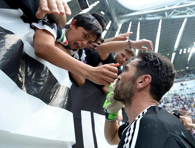 Soccer Football - Serie A - Juventus vs Hellas Verona - Allianz Stadium, Turin, Italy - May 19, 2018 Juventus' Gianluigi Buffon with fans before the match REUTERS/Massimo Pinca
