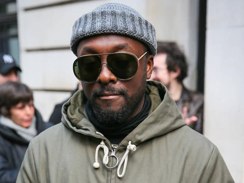will.i.am hits out at 'racist' Qantas flight attendant