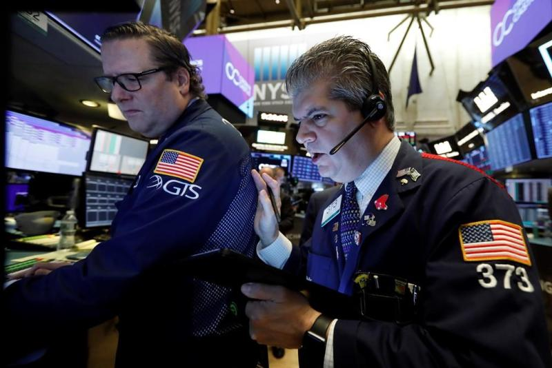 Stocks Edge Lower Amid Trade Deal Prospects