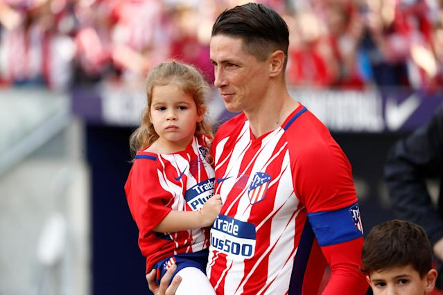 Soccer Football - La Liga Santander - Atletico Madrid vs Eibar - Wanda Metropolitano, Madrid, Spain - May 20, 2018 Atletico Madrid's Fernando Torres with a child before the match REUTERS/Juan Medina