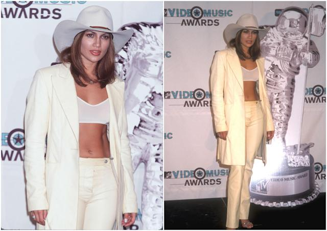 Los MTV Video Music Awards 1998 siempre se recordarán por el estilismo cowboy que escogió JLo. ¡Épico! (Foto: Jeffrey Mayer / Barry King / Getty Images)