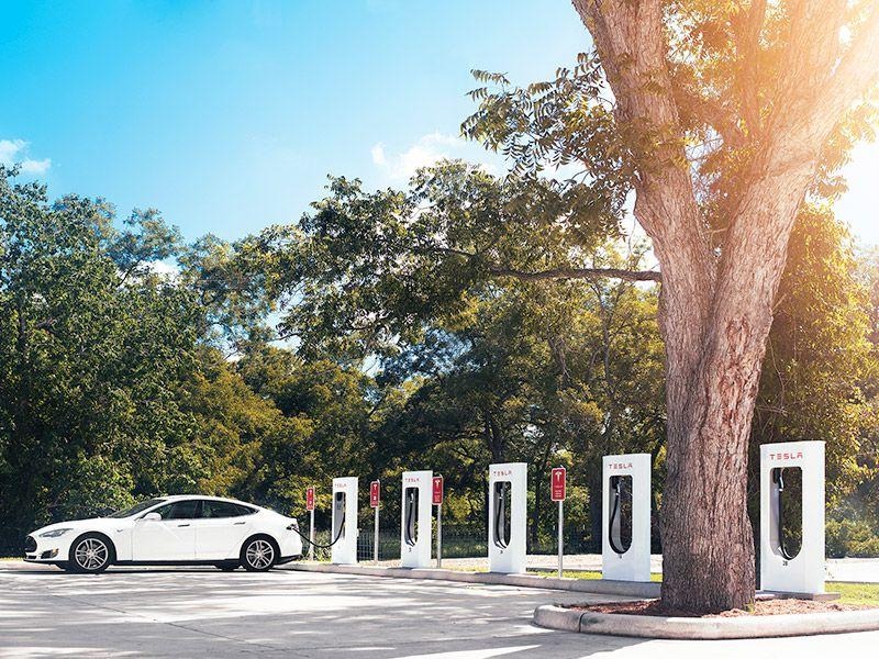 Tesla to Start Charging Idling Fees for Superchargers