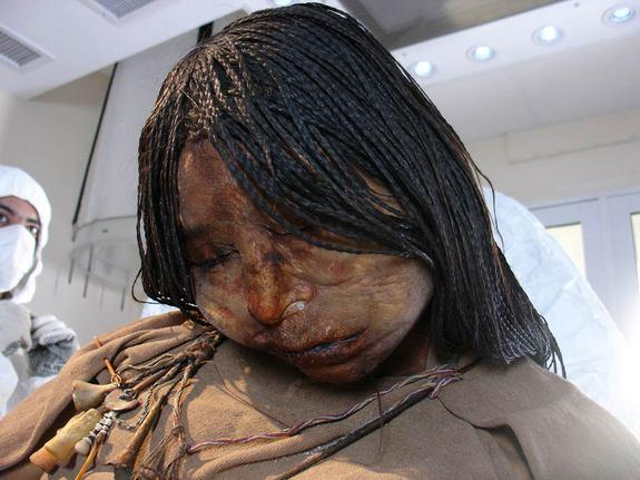 The Maiden mummy of a 15-year-old girl who was sacrificed some 500 years ago suggests she likely suffered from a lung infection at the time of her death, scientists reported July 25, 2012.