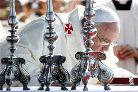 Pope Francis leads a mass outside the Shrine of Our Lady of Bonaria in Cagliari September 22, 2013. REUTERS/Giampiero Sposito