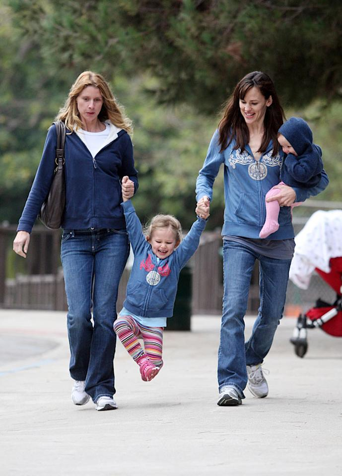 """Jennifer Garner also hit up a playground in the Pacific Palisades with her daughters, Violet and Seraphina. <a href=""""http://www.splashnewsonline.com/"""" target=""""new"""">Splash News</a> - November 7, 2009"""