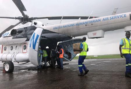 Aid workers from the World Food Progam load supplies onto a helicopter in the aftermath of Cyclone Idai, in Beira, Mozambique, March 23, 2019. REUTERS/Emma Rumney