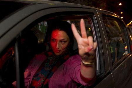 An Iranian woman gestures as she celebrates in the streets following a nuclear deal with major powers, in Tehran July 14, 2015. REUTERS/TIMA