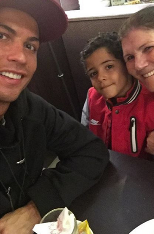 """Between scoring goals, soccer star Cristiano Ronaldo stopped to score some bonding time with his son and mother over coffee. While the meaning behind """"bread emoji, bread emoji, cake emoji"""" is unclear, we do know Cristiano taking a timeout for family is a win in our book.  (Photo: Instagram/cristiano)"""