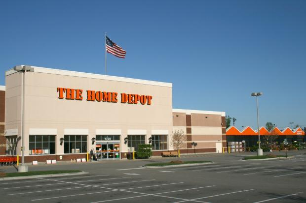 Home Depot (HD) beats top- and bottom-line estimates in second-quarter fiscal 2018, backed by the revival of seasonal business and solid execution. The company raises view for fiscal 2018.