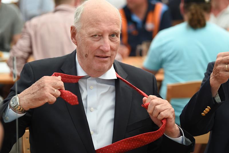 01 July 2018, Germany, Langenargen: King Harald V of Norway takes off his tie after the official opening of the 8mR World Cup. Photo: Felix Kästle/dpa (Photo by Felix Kästle/picture alliance via Getty Images)