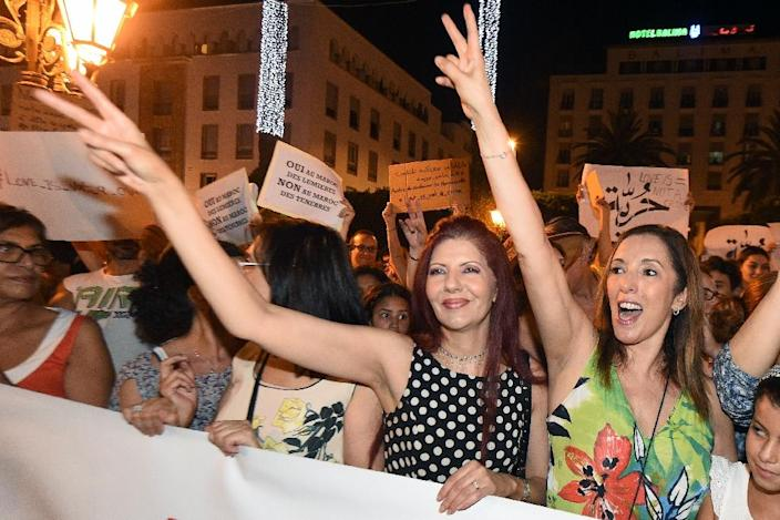 Moroccans shout slogans and hold placards during a demonstration in Rabat on July 6, 2015, against the arrest of two Moroccan women after their outfits were deemed inappropriate as they strolled through an open-air market in the city of Agadir (AFP Photo/Fadel Senna )