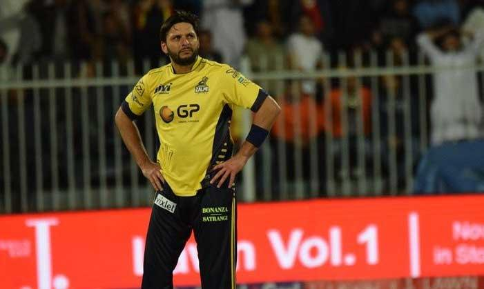 Injured Shahid Afridi out of PSL final against Gladiators