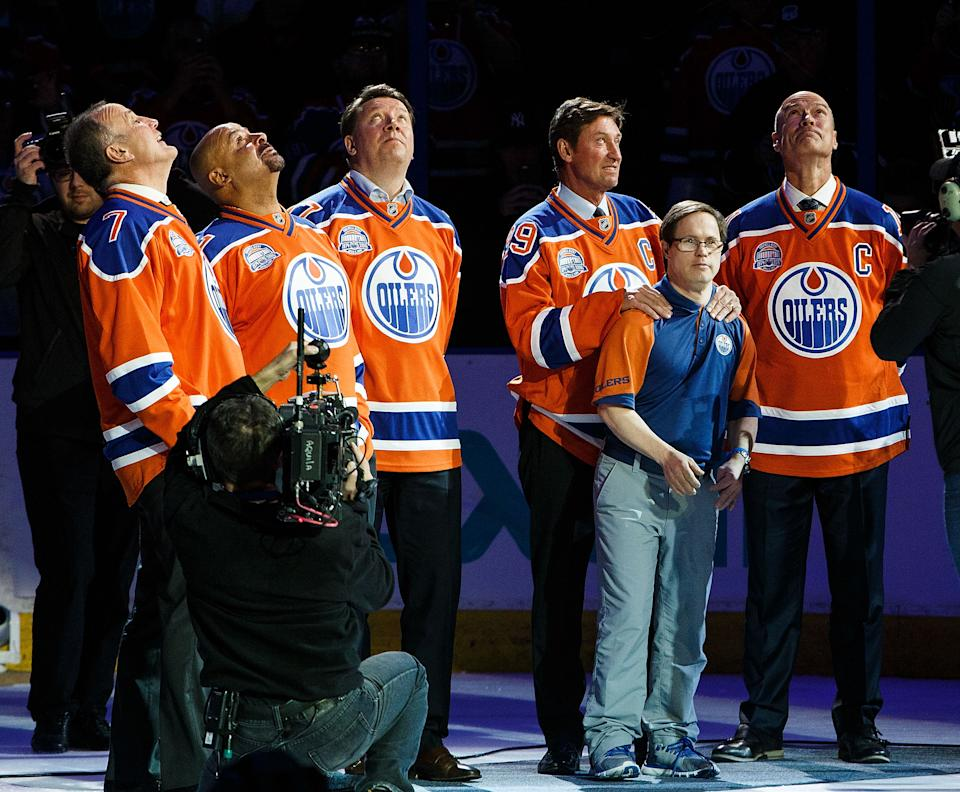 EDMONTON, AB - APRIL 6: (From left) Former Oilers Paul Coffey, Grant Fuhr, Jari Kurri, Wayne Gretzky and Mark Messier along with longtime dressing room attendant Joey Moss watch as a banner is lowered during the closing ceremonies at Rexall Place following the game between the Edmonton Oilers and the Vancouver Canucks on April 6, 2016 at Rexall Place in Edmonton, Alberta, Canada. The game was the final game the Oilers played at Rexall Place before moving to Rogers Place next season. (Photo by Codie McLachlan/Getty Images)