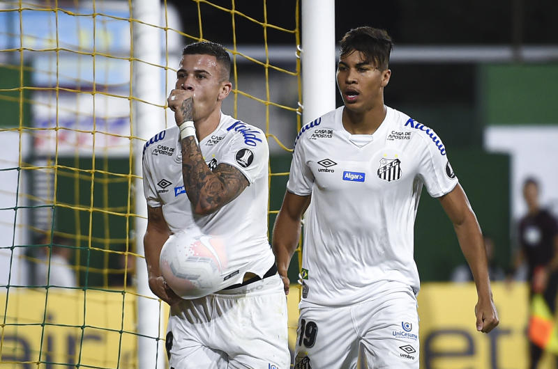 BUENOS AIRES, ARGENTINA - MARCH 03: Jobson of Santos celebrates after scoring the first goal of his team during a Group G match between Defensa y Justicia and Santos as part of Copa CONMEBOL Libertadores 2020 at Estadio Norberto Tomaghello on March 3, 2020 in Buenos Aires, Argentina. (Photo by Marcelo Endelli/Getty Images)