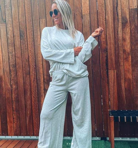 Instagram influencer The Kmart Lover (Aussie mum Claire) wear Kmart $30 loungewear set with sunglasses and french tuck.