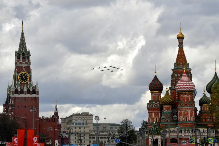 Russian Sukhoi jet fighters fly over Moscow -- Russia and US have both decided to leave the post-Cold War Open Skies Treaty