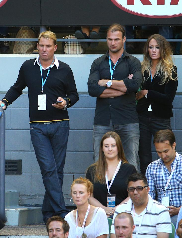 MELBOURNE, AUSTRALIA - JANUARY 25:  Shane Warne (L), AFL player Aaron Hamill (C) watches Andy Murray of Great Britain and Roger Federer of Switzerland in their semifinal match against Roger Federer of Switzerland during day twelve of the 2013 Australian Open at Melbourne Park on January 25, 2013 in Melbourne, Australia.  (Photo by Lucas Dawson/Getty Images)