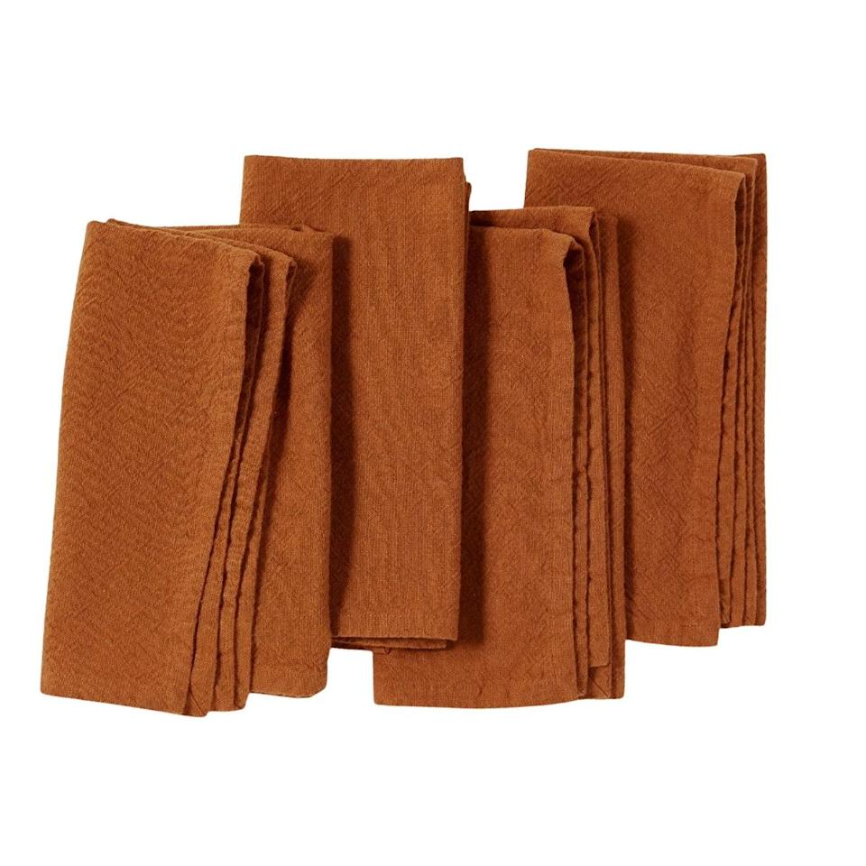 "The home decor enthusiast will live for these linen towels, which only get better with age. $38, Coyuchi. <a href=""https://www.coyuchi.com/sonoma-textured-napkins.html"" rel=""nofollow noopener"" target=""_blank"" data-ylk=""slk:Get it now!"" class=""link rapid-noclick-resp"">Get it now!</a>"