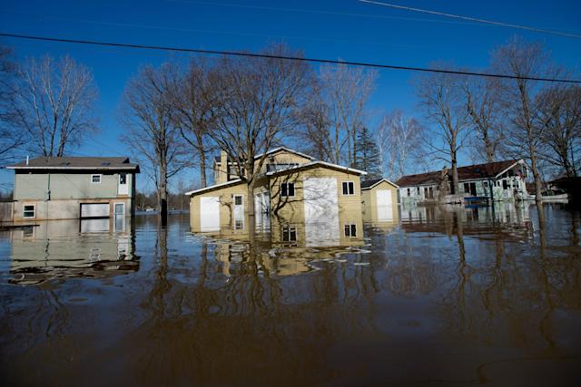 <p>Flooding along Riverbank Avenue NE in Plainfield Township, Mich., pictured on Monday, Feb. 26, 2018. (Photo: Neil Blake/The Grand Rapids Press via AP) </p>