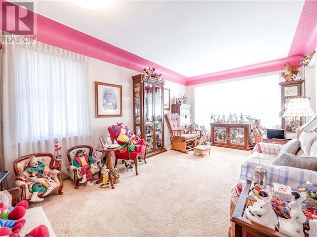 <p>While real estate agents and home decorators tell you to look past the current owner's decorating, the clowns do play quite a prominent role in the design. (Zoocasa) </p>