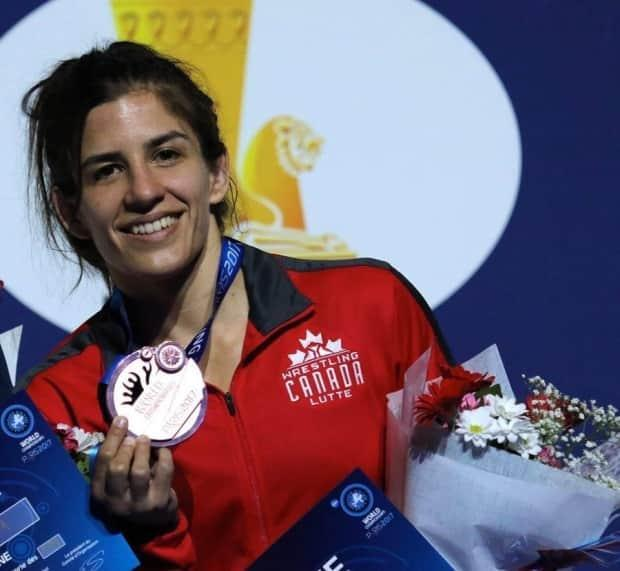 Canadian wrestling Olympian Michelle Fazzari, 33, has been diagnosed with cancer, according to her family. (Supplied by Stephanie Fazzari - image credit)