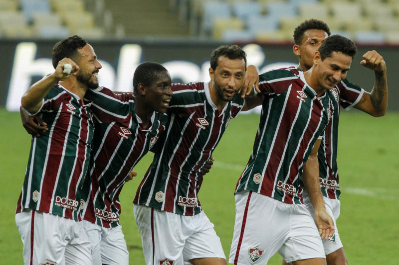 RIO DE JANEIRO, BRAZIL - SEPTEMBER 13: Nene (C) of Fluminense celebrates with teammates afer scoring the second goal of his team during the match between Fluminense and Corinthians as part of the 2020 Brasileirao Series A at Maracana Stadium on September 13, 2020 in Rio de Janeiro, Brazil. (Photo by Luis Alvarenga/Getty Images)