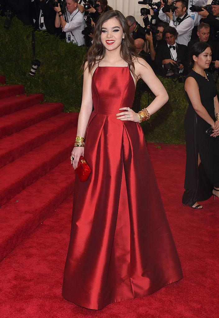 Hailee wore a simple monotone satin gown with matching lipstick