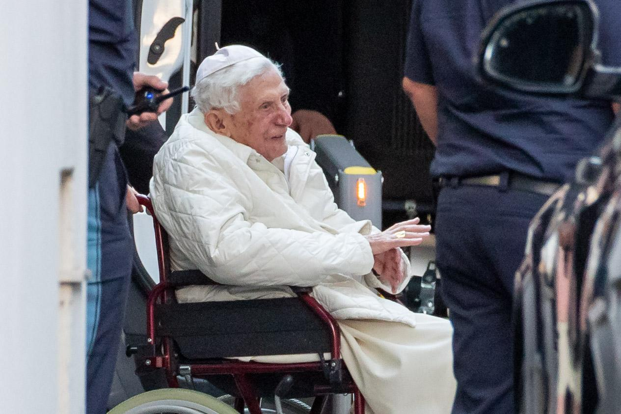 dpatop - 18 June 2020, Bavaria, Regensburg: The emeritus Pope Benedict XVI is pushed into a bus with a wheelchair. He has returned to Germany for the first time since his resignation more than seven years ago. The Bavarian-born Pope visited his sick brother. (Best possible quality) Photo: Daniel Karmann/dpa (Photo by Daniel Karmann/picture alliance via Getty Images)