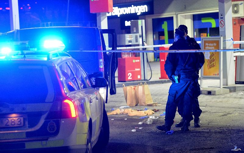 Police cordon off an area at a petrol station where a man was found severely injured after being shot on the sidelines of a pro-Kurdish demonstration in Fittja in southern Stockholm, Sweden, on February 13, 2016 (AFP Photo/Johan Nilsson)