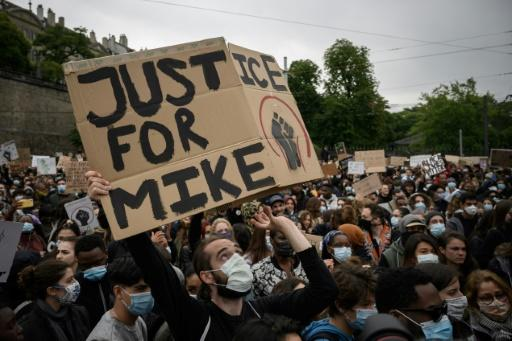 The death of George Floyd while in police custody has reminded Switzerland of Nigerian Mike Ben Peter who died in similar circumstances two years ago, with protesters carrying his name at recent BLM marches