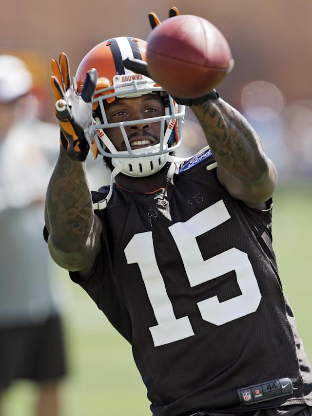 Cleveland Browns wide receiver Davone Bess catches a pass during training camp at the NFL football team's practice facility in Berea, Ohio, Thursday, July 25, 2013. (AP Photo/Mark Duncan)