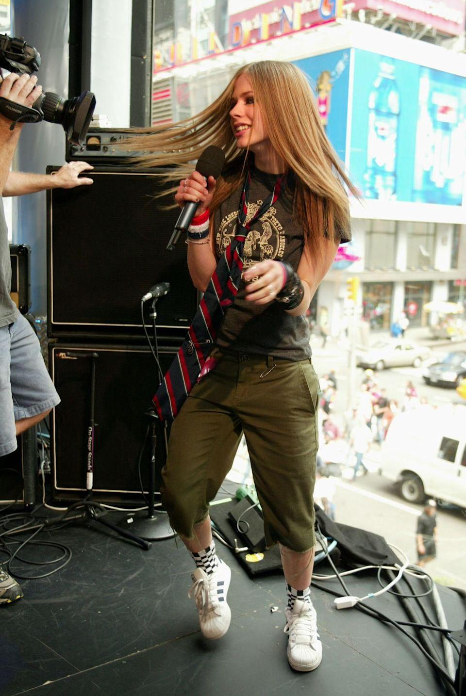 <p>She's sooo ~*alTernATiVe*~. If Avril Lavigne performed and she wasn't wearing cargo pants and a neck tie, did it even happen?</p>