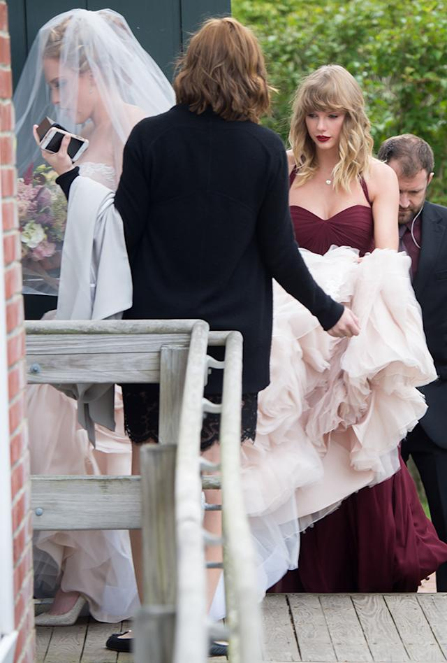Taylor Swift Tells Raunchy Story At Best Friend S Wedding After Being Booed By Fans At Ceremony
