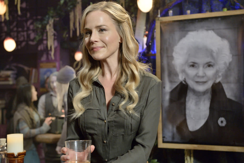 "Julie Benz as Mayor Amanda Rosewater in the ""Defiance"" epsiode, ""Past is Prologue."""