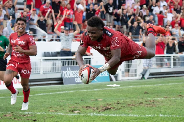 Fijian wing Filipo Nakosi dived over in the final minutes to give Toulon a one-point victory over  Castres