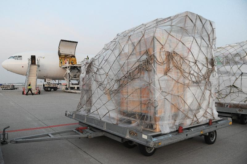 An aircraft is loaded with emergency aid from the International Committee of the Red Cross at the airport in Liege prior to its departure to Yemen on April 9, 2015 (AFP Photo/Sophie Kip)