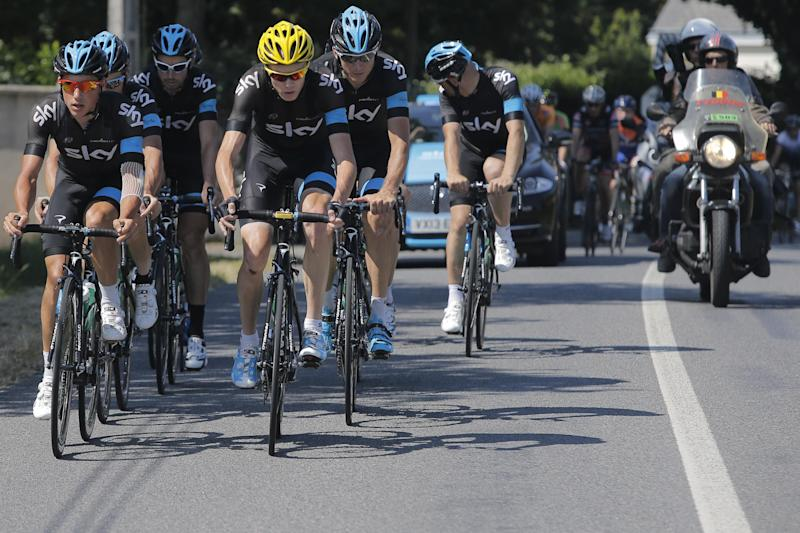 Overall leader Christopher Froome of Britain, with yellow helmet, trains with his teammates on the rest day of the Tour de France cycling race in La Baule, western France, Monday July 8 2013. (AP Photo/Laurent Cipriani)