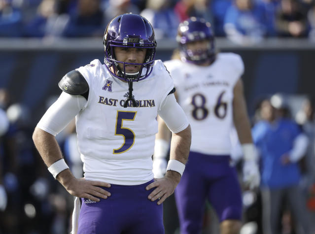 "East Carolina quarterback <a class=""link rapid-noclick-resp"" href=""/ncaaf/players/251970/"" data-ylk=""slk:Gardner Minshew"">Gardner Minshew</a> (5) looks to the sideline for a play in the first half of an NCAA college football game against Memphis, Saturday, Nov. 25, 2017, in Memphis, Tenn. (AP Photo/Mark Humphrey)"